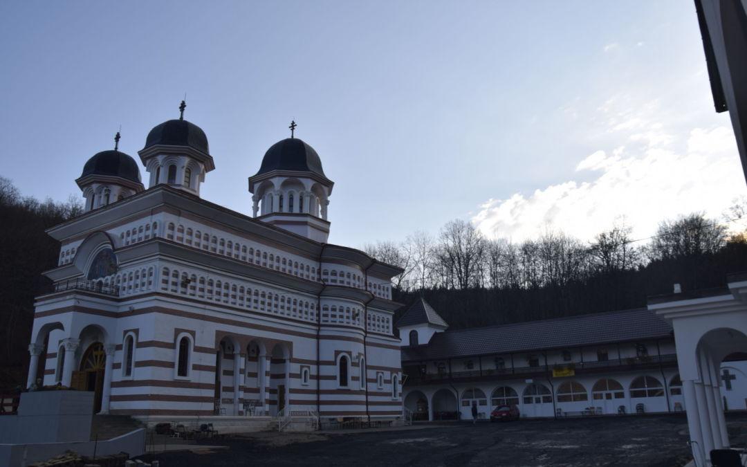 """25 de ani de la intemeierea Manastirii """"Acoperamantul Maicii Domnului"""" Floresti-Cluj"""
